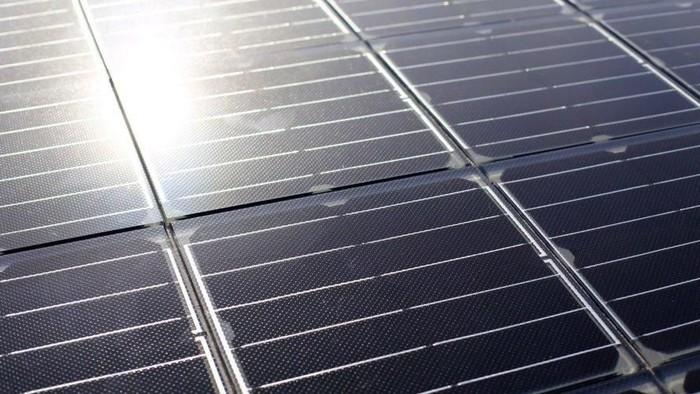 Perkembangan mobil listrik di Eropa terus berkembang. Bahkan untuk memfasilitasi kebutuhan energinya saat ini sudah ada trotoar panel surya.