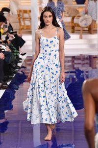 Jarang Terjadi, Model Fashion Show Tanpa Sepatu di New York Fashion Week