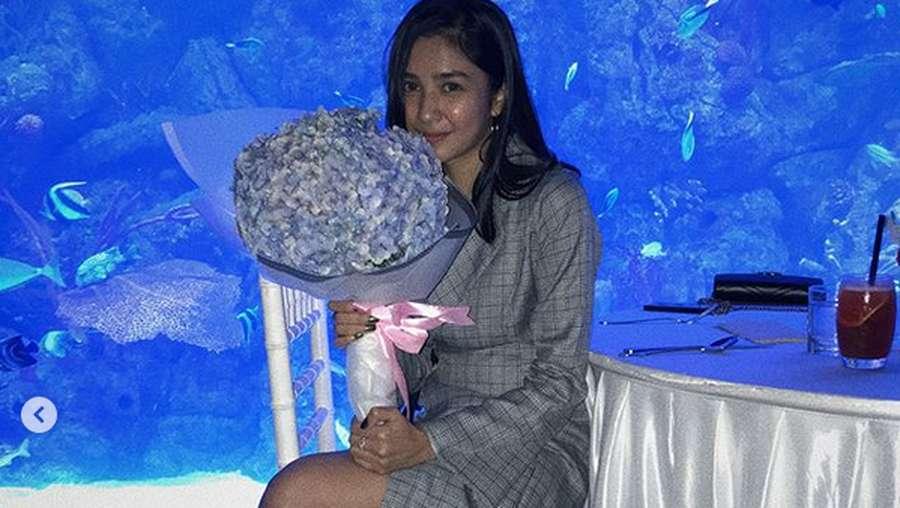 Makan Malam Romantis Mikha Tambayong dan Daniel Wenas