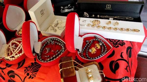 Penampakan Rumah Roro dan Perhiasan Koleksinya Sebelum Kemalingan