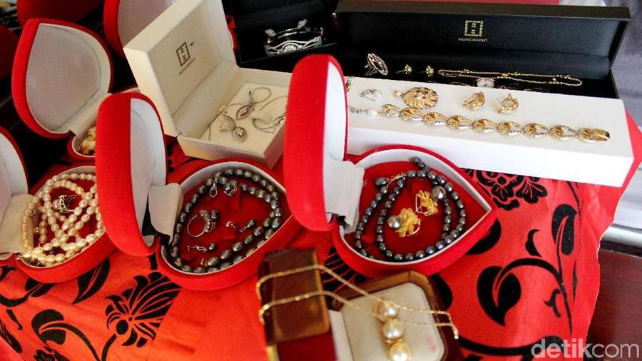 Melihat Kembali Kediaman Roro Fitria dan Koleksi Perhiasannya