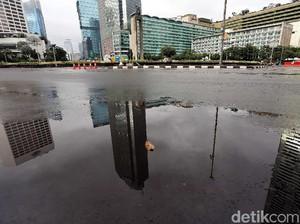 Foto: Jalan Lengang Hingga Cuaca Mendung Menyelimuti Kota Jakarta