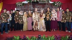 Bahagianya Novie, Anak Sopir yang Pernikahannya Didatangi Jokowi