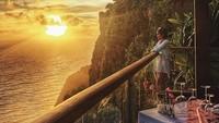 Berenang hingga menikmati matahari terbenam menjadi momen yang tengah dinikmati pelantun Skaitnya Tuh di Sini. Foto: Instagram Cita Citata