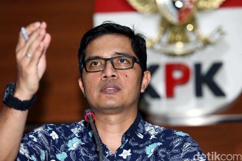 Staf Protokol Walkot Medan yang Seruduk Tim KPK Diburu