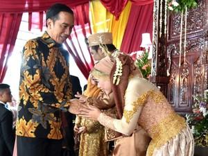 Jokowi Hadiri Pernikahan Anak Bekas Sopirnya di Gang Kancil