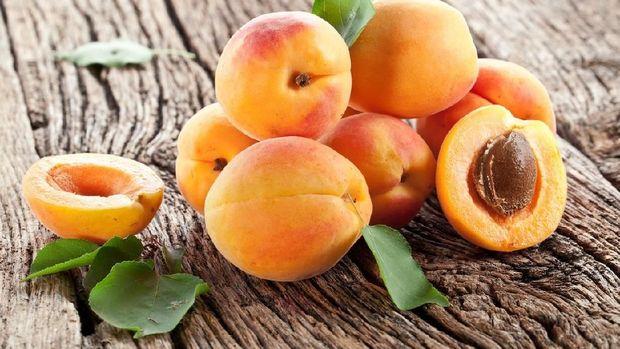 anggur dan aprikot