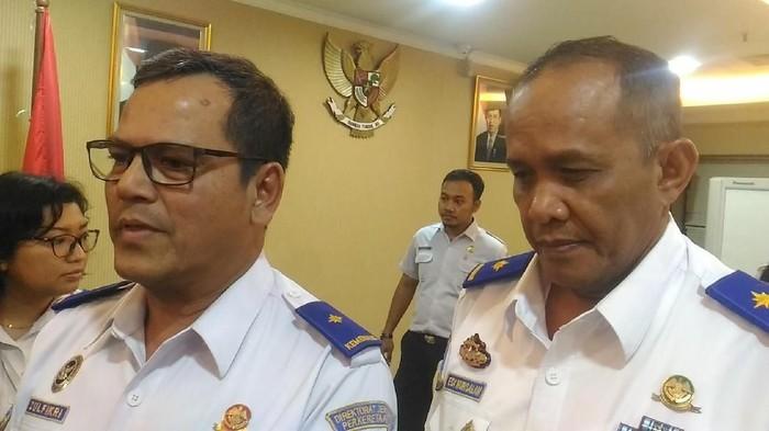 Direktur Jenderal Perkeretaapian Kemenhub Zulfikri dan Direktur Keselamatan Kemenhub Edi Nursalam