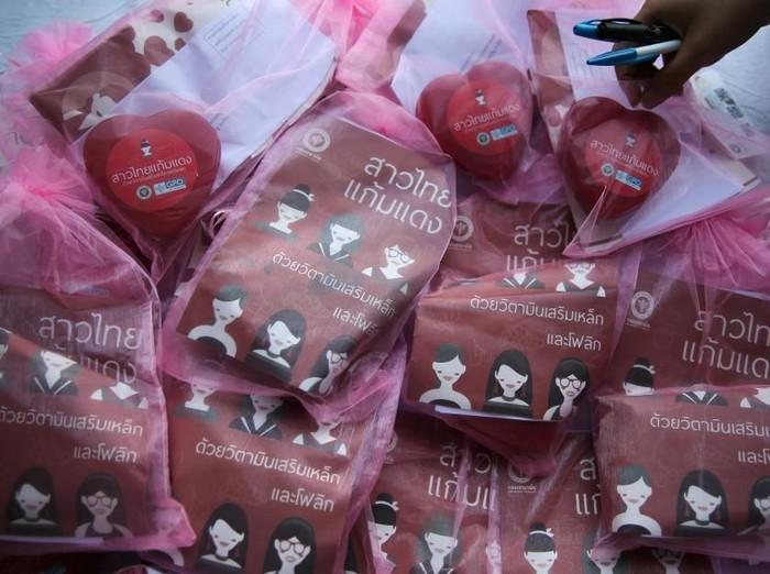 Pil kesuburan yang dibagikan pemerintah Thailand di hari Valentine. Foto: Reuters