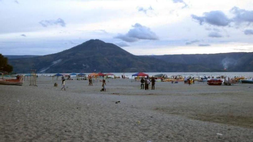 Pantai di Danau Toba Ini Cocok Untuk Akhir Pekan