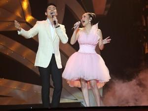 Pesona Christian Bautista Sukses Buat Penonton Konser BCL Histeris