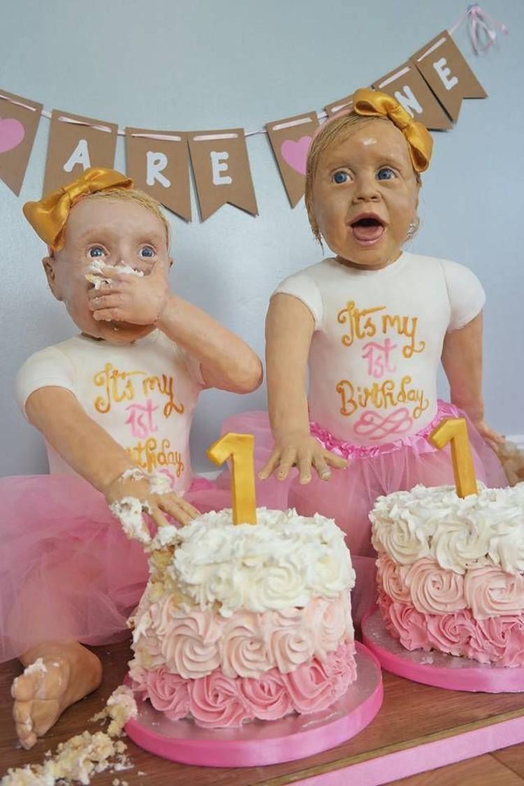 Saat Si Kembar Identik Rayakan Ultah Dengan Kue Super Unik