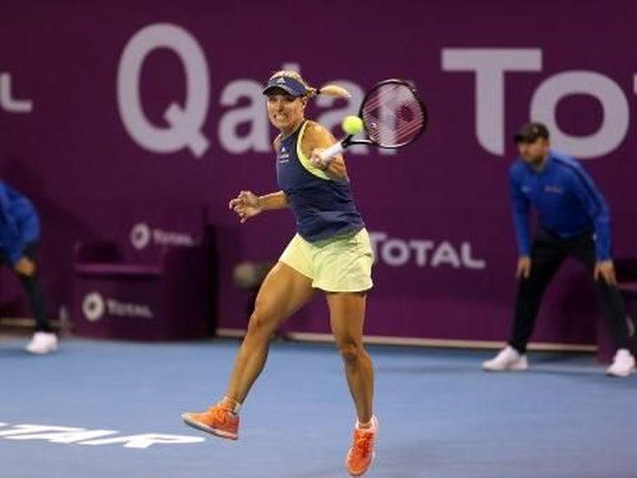 Angelique Kerber akan berjumpa Caroline Wozniacki di perempatfinal Qatar Terbuka 2018. (Foto: Karim Jaafar/AFP Photo)