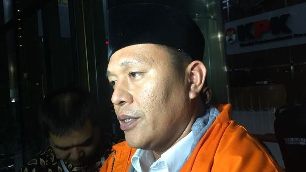 Bupati Lampung Tengah Mustafa saat ditahan KPK