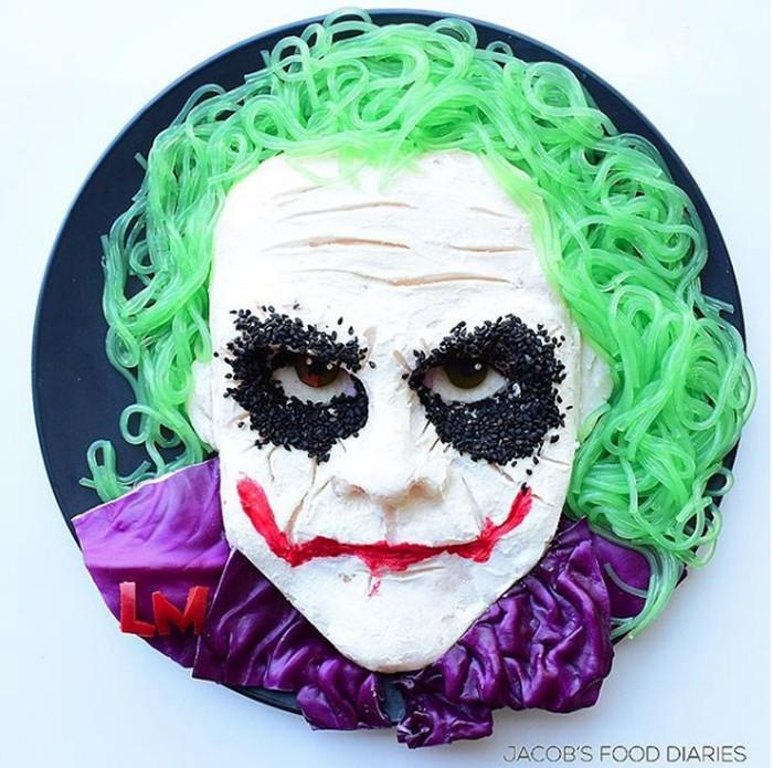 Makanan berbentuk karakter The Joker ini dibuat untuk merayakan 10 tahun kematian sang aktor Heath Ledger. Dibuat dari mash potato, cream cheese, dan kubis ungu. Hasilnya menakjubkan. Foto: Instagram/ @jacobs_food_diaries