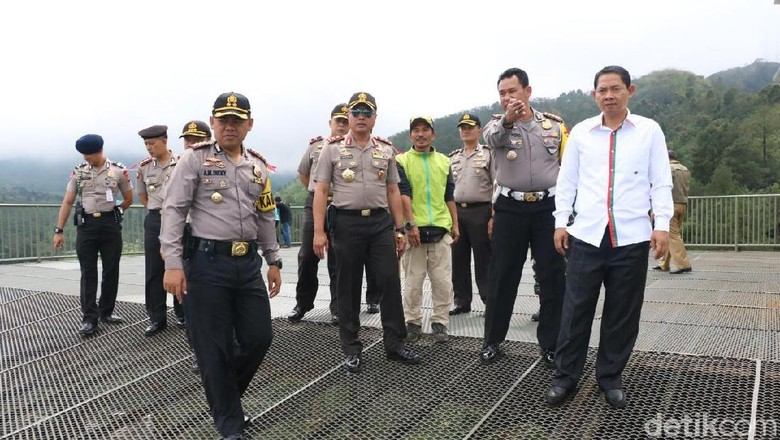 Kapolda Jabar Cek Perbaikan Jalur Puncak Pasca Longsor