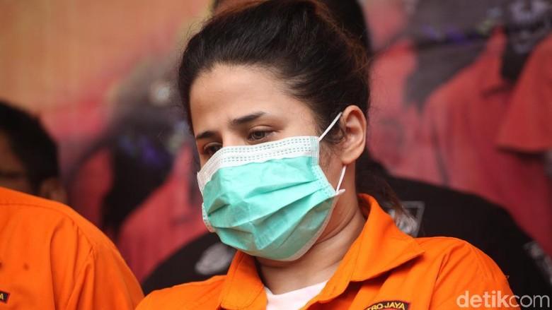 Dhawiya Simpan Alat Nyabu di Kotak Makeup Bertulisan Selawat Nabi