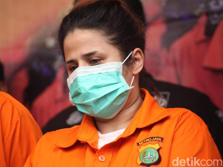 Anak dan Mantu Elvy Sukaesih yang Ditangkap Masih di Polda Metro Jaya
