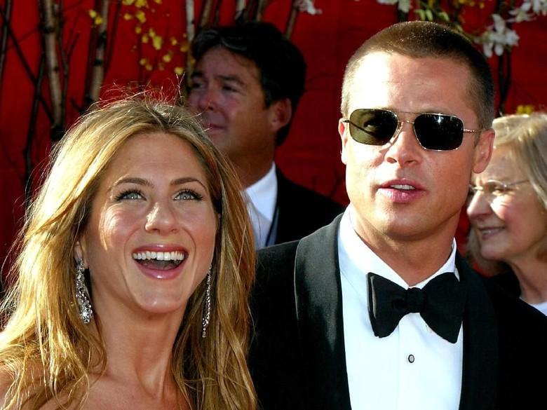 Brad Pitt Ikut Perayaan Ultah Jennifer Aniston, Dekat Lagi?
