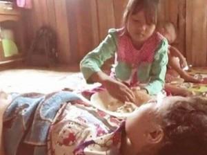 Kisah Rahma, Si Bocah Tangguh yang Sendirian Urus Ibu Lumpuh
