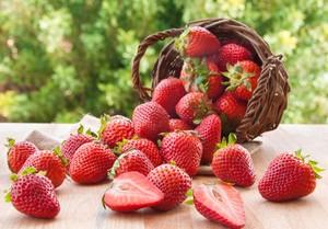 Masker Strawberry Ini Bisa Bantu Atasi Jerawat hingga Cegah Kulit Kering