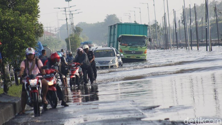 Banjir Landa Raya Porong Lama, PPLS Gunakan Pompa Kurangi Genangan