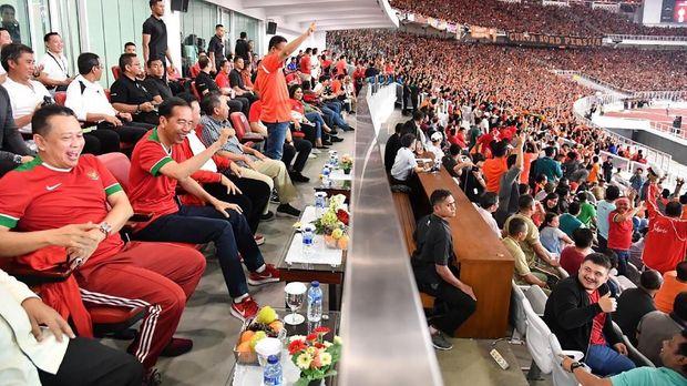 Presiden Jokowi hadir di SUGBK di final Piala Presiden 2018.