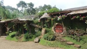Long Weekend di Lembang, Ada Kampung Hobbit Nih!