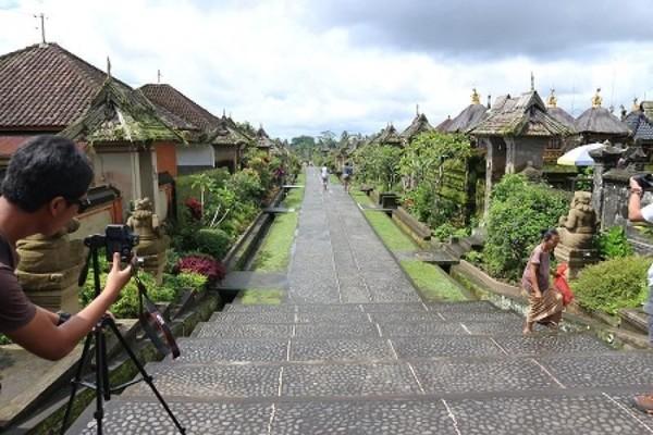 Kamu yang ingin merasakan suasana desa tradisional di Bali yang asri dan asli, datang saja ke Desa Penglipuran. Di sini kamu bisa melihat jajaran rumah tradisional Bali yang tersusun rapi dengan desain yang sama. ( Pingkan Pashanita/dtraveler)