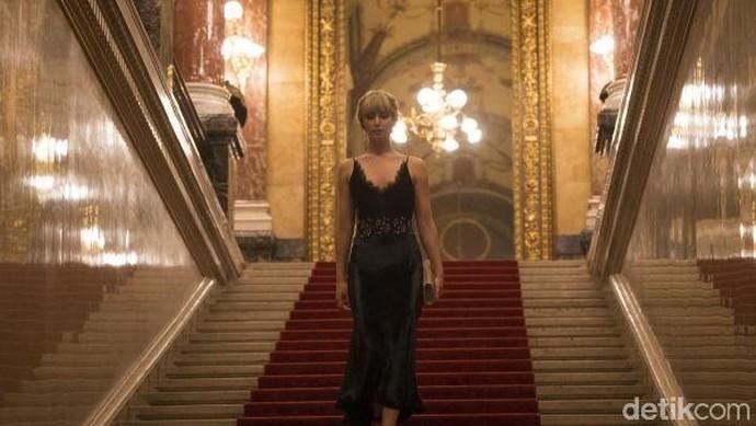 Aksi Jennifer Lawrence dengan Mobil Mewah