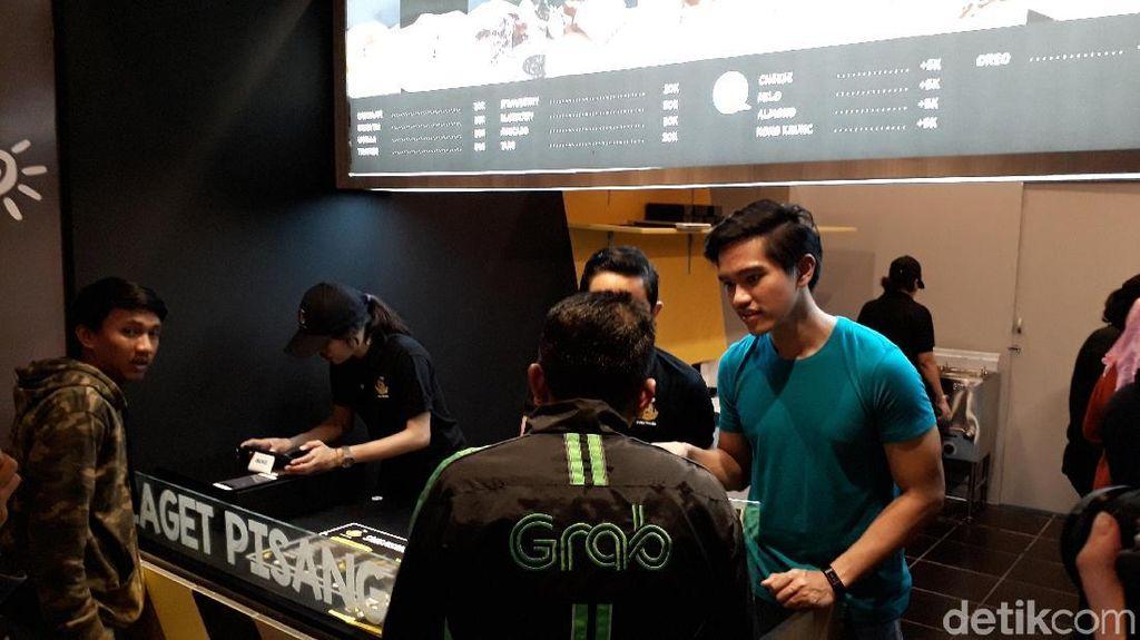 Aksi Kaesang Pangarep Layani Pembeli Sang Pisang hingga Wulan Guritno yang Doyan Makan