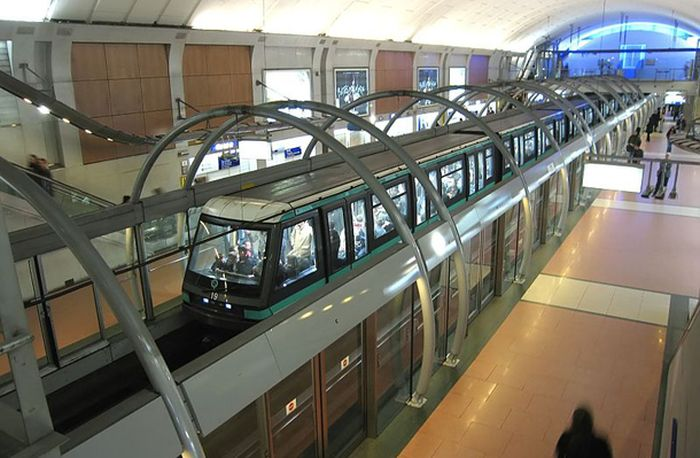 Paris Metro, merupakan salah satu sistem metro terpadat di dunia, Paris memiliki 301 stasiun dengan jalur kereta sepanjang 133 mil di bawah tanah. Istimewa/List25.com