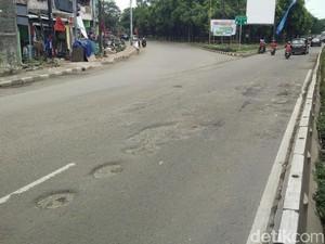 Bina Marga Jaktim: Perbaikan Jalan DI Panjaitan Terkendala Cuaca