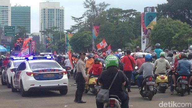 Pawai Jak Mania Mulai Berangkat dari Senayan ke Balai Kota