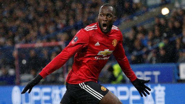 Romelu Lukaku cetak dua gol ke gawang Huddersfield Town yang pastikan MU ke perempat final Piala FA.