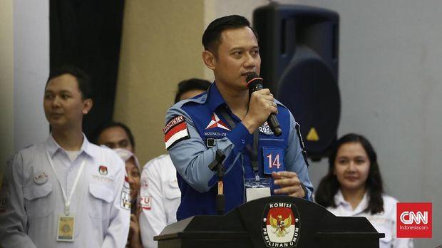 Ketua Kogasma Partai Demokrat Agus Harimurti Yudhoyono, di gedung KPU, Jakarta, belum lama ini. Ia berada di peringkat tiga elektabilitas dalam survei Alvara Research Center, di bawah Jokowi dan Prabowo.