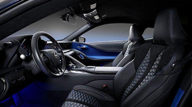 Lexus LC 500 Black Panther.