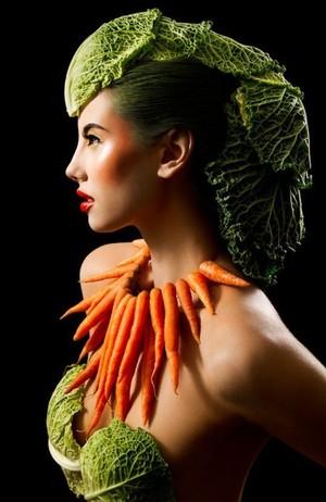 Keren! 10 Orang Ini Kenakan Item Fashion yang Terbuat dari Makanan