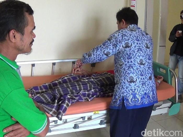 Akmal bertelur saat dirawat di RS Syekh Yusuf. (Foto: Yahya Maulana/detikcom)