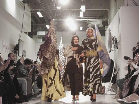 Tampil Berkali-kali di Fashion Show Dunia, Ini Kunci Sukses Dian Pelangi