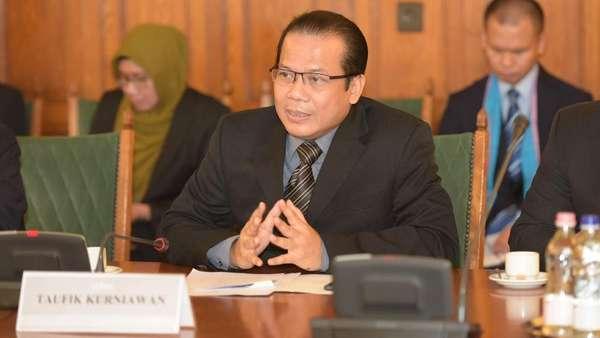 Pimpinan DPR Cek Ruangan yang Terbakar di Gedung Nusantara III
