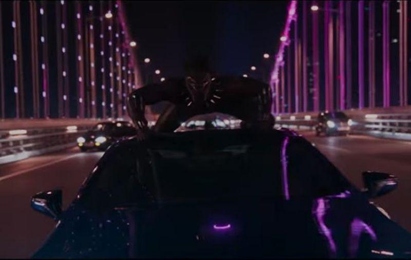 Salah satu adegan yang seru, saat Black Panther mengejar musuhnya Ulysses Klaw. Disebutkan lokasinya di Busan, Korea Selatan dan mereka saling kejar-kejaran hingga melintasi suatu jembatan (Marvel Entertainment/Youtube)
