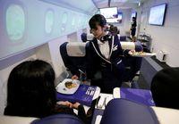 Dikasih makan minum juga lho (Toru Hanai/Reuters)