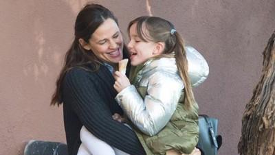 Curhatan Jennifer Garner tentang Suka Duka Jadi Seorang Ibu