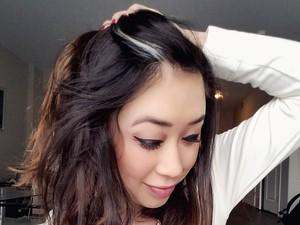 Mirip Anna Frozen, Para Wanita Cantik Ini Punya Poliosis di Rambut