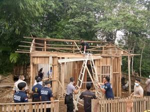 Rumah Tempat Rahma Bocah Tangguh Urus Ibu yang Lumpuh Dibedah