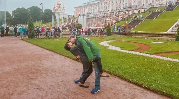 Rusia juga menjadi salah satu negara yang mereka kunjungi bersama. Ini saat di St Petersburg (@dipkisstravel/Instagram)