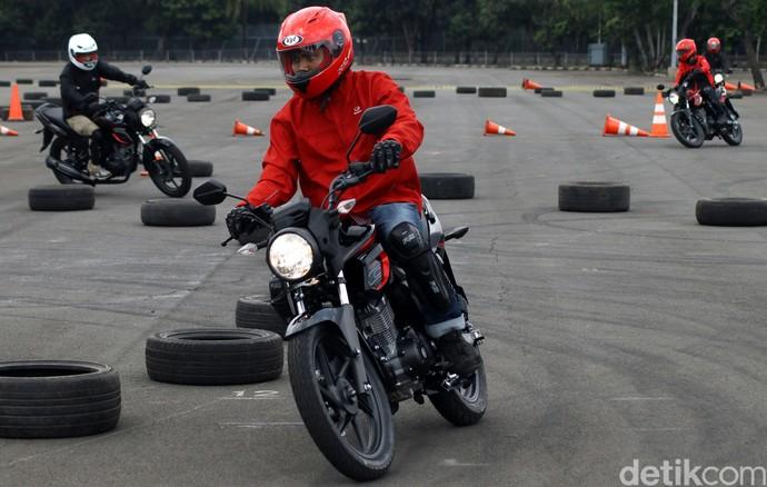 Bruumm! Jajal Ketangguhan Honda CB150 Verza