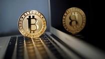 Dolar AS Loyo, Harga Bitcoin Melejit ke Rp 215 Juta
