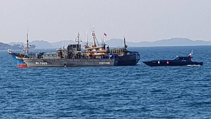 Petugas gabungan Bareskrim, Polda Metro Jaya, dan Bea Cukai mengungkap penyelundupan sabu 1,8 ton di wilayah Kepulauan Riau (Kepri)